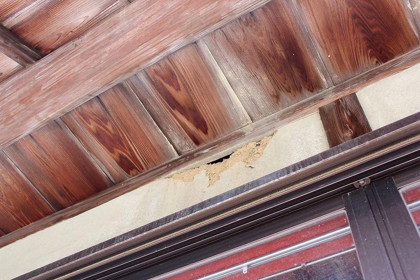 伊賀市摺見古民家の壁破損部分