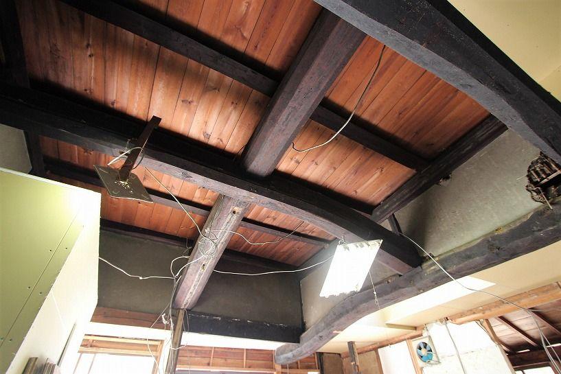 京丹波町妙楽寺石原古民家の天井の梁
