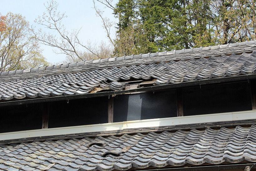 伊賀市摺見古民家の屋根破損部分