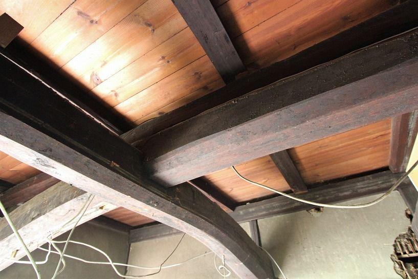 京丹波町妙楽寺石原古民家の天井の梁2