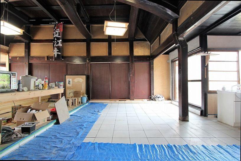滋賀県長浜市野瀬町再生古民家のタイル仕様土間