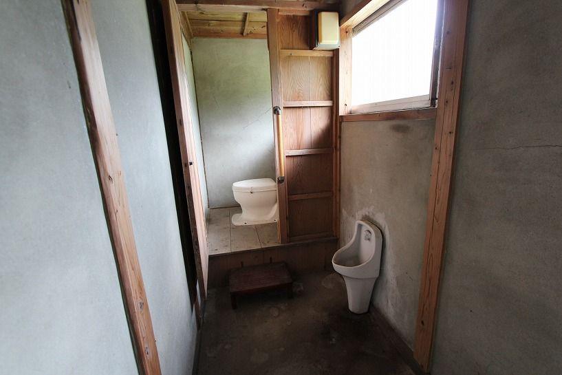 伊賀市奥馬野古民家のトイレ