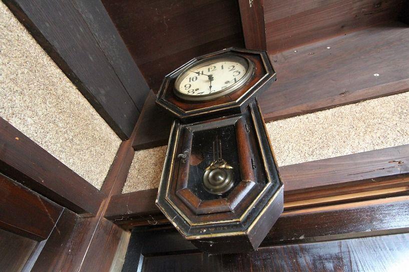 兵庫県美方郡香美町小代区鍛冶屋古民家アンティークな振り子時計