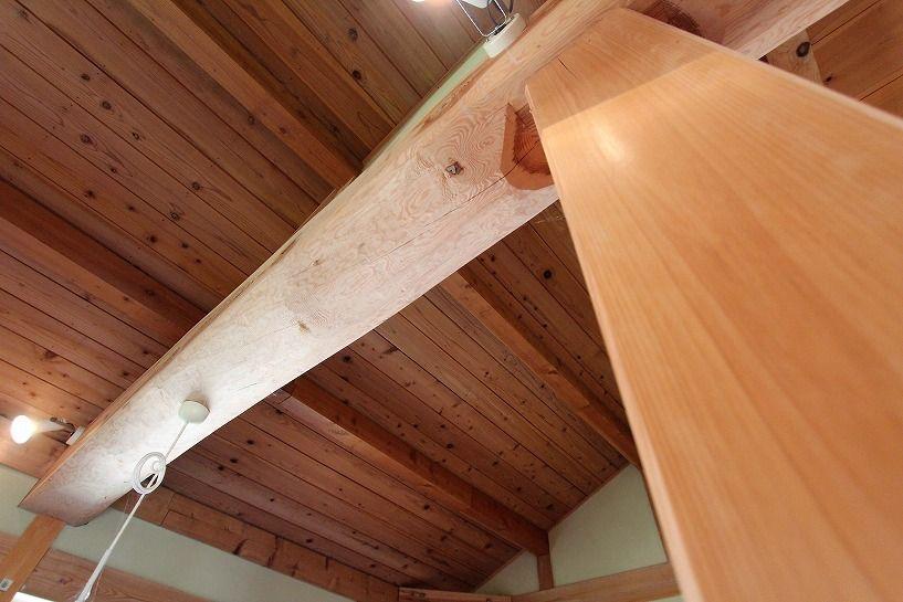 奈良県宇陀郡曾爾村塩井日本家屋の梁、大黒柱