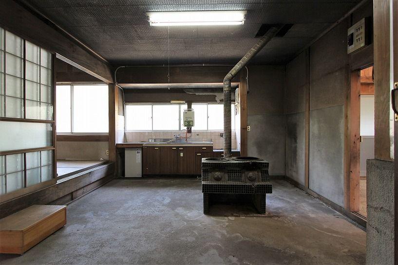 伊賀市奥馬野古民家の土間のキッチン