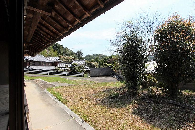 伊賀市摺見古民家の母屋縁側からの眺望