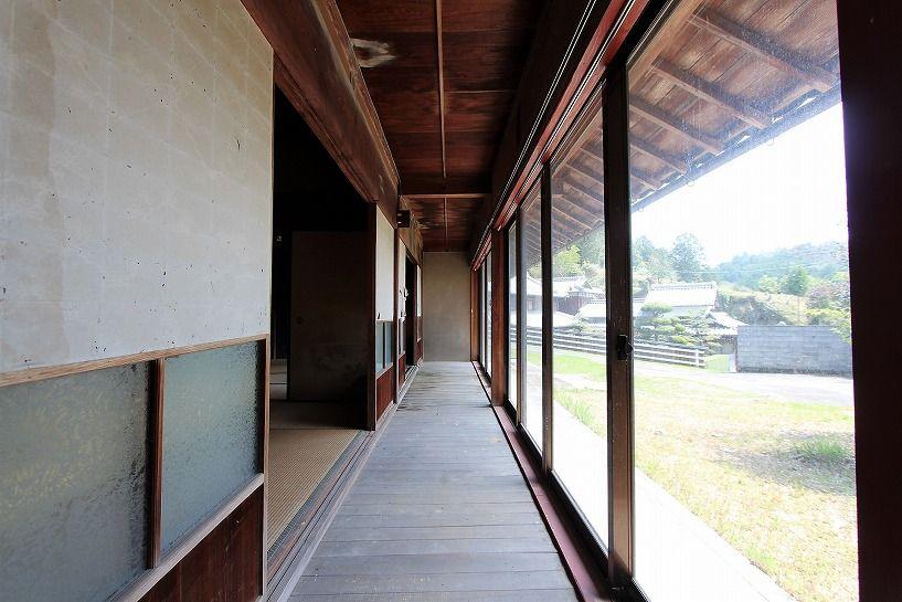 伊賀市摺見古民家の母屋縁側