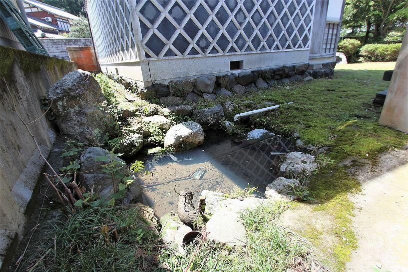 福井県三方上中郡若狭町日本家屋の池