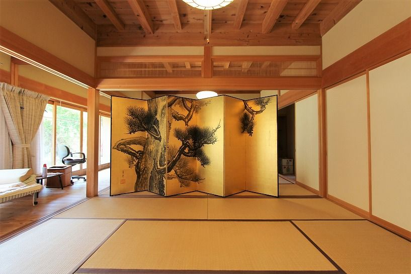 奈良県宇陀郡曾爾村塩井日本家屋の屏風の和室