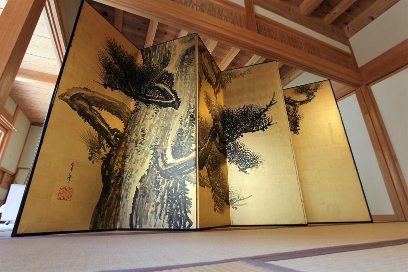奈良県宇陀郡曾爾村塩井日本家屋の金屏風