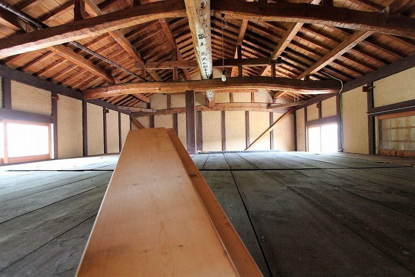 滋賀県長浜市野瀬町再生古民家の屋根裏