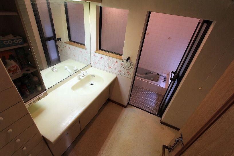 河内長野市美加の台日本家屋洗面脱衣所