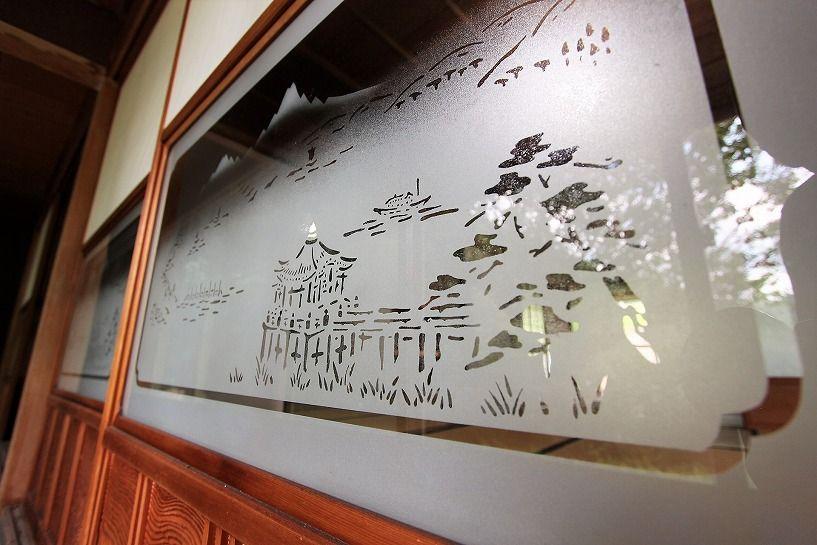 伊賀市奥馬野古民家の縁側建具の磨りガラス