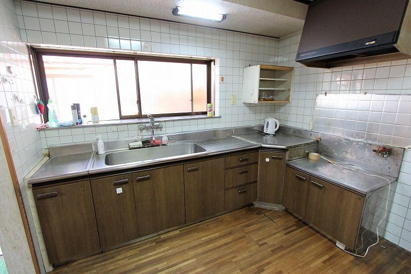 三重県伊賀市比土の平屋古民家のキッチン