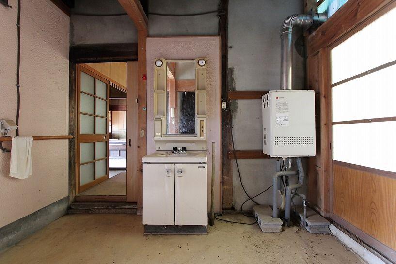伊賀市摺見古民家の洗面所