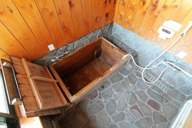 奈良県宇陀郡曾爾村塩井日本家屋の檜風呂