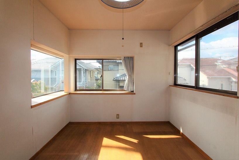 河内長野市美加の台日本家屋2階出窓のある洋室