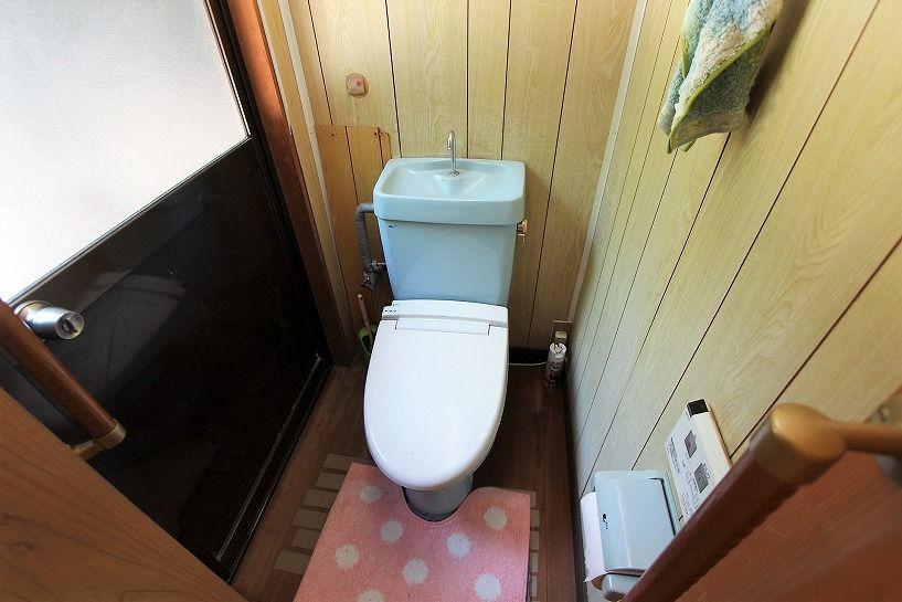 三重県伊賀市比土の平屋古民家のトイレ