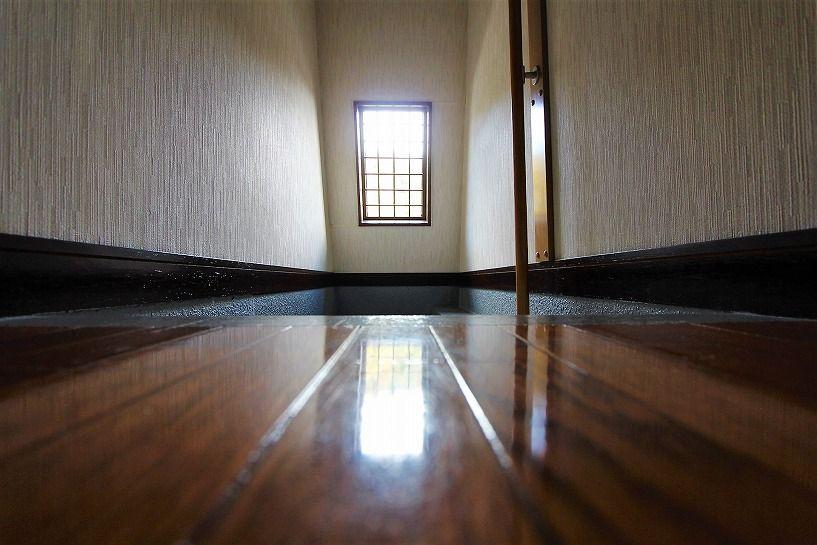 京都市北区衣笠赤阪町戸建の2階への階段