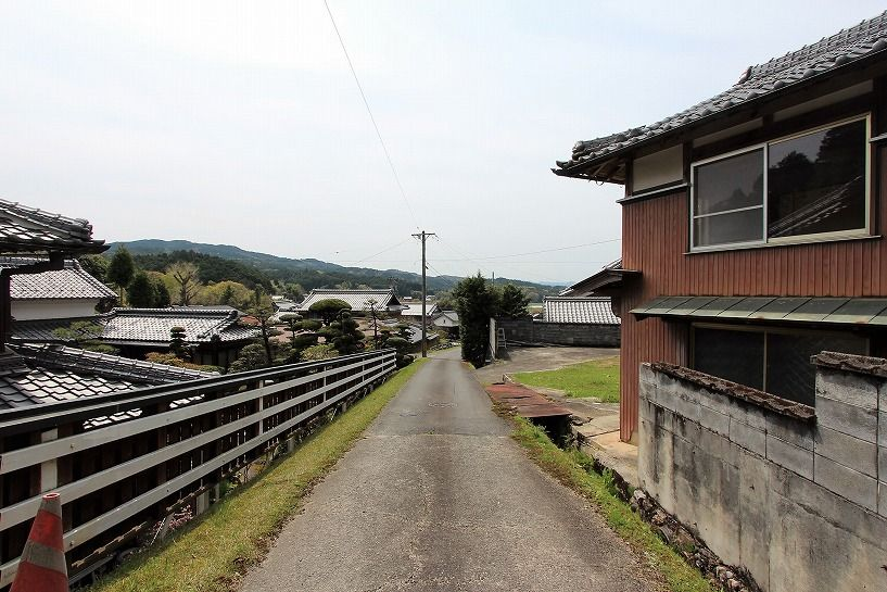 伊賀市摺見古民家の前面道路