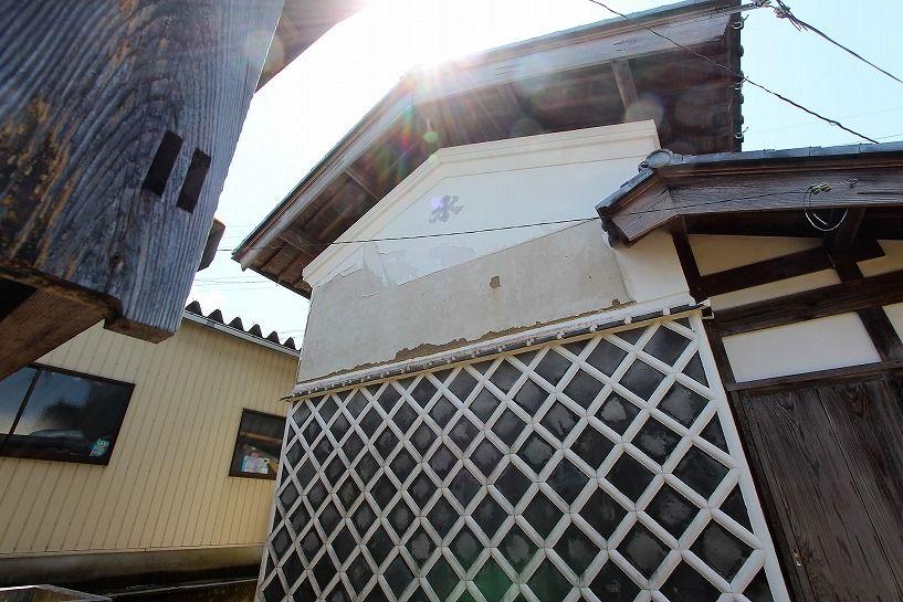 福井県三方上中郡若狭町日本家屋の蔵の側面外観