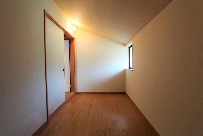 河内長野市美加の台日本家屋2階屋根裏収納