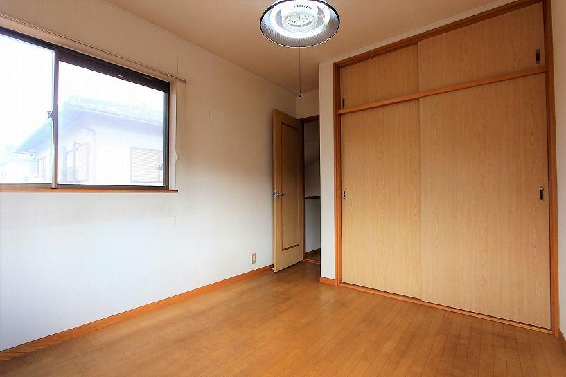 河内長野市美加の台日本家屋2階洋室の収納