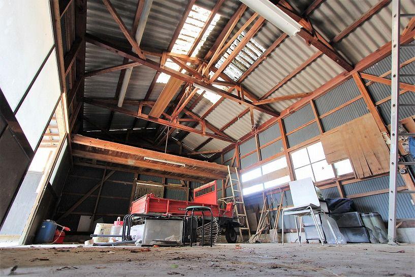 三重県伊賀市比土の平屋古民家の倉庫内部