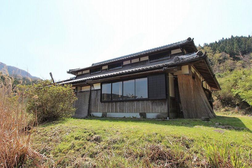 奈良県宇陀郡曾爾村塩井日本家屋外観の西面